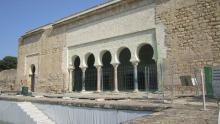 Exterior del Salón Rico cerrado por restauración